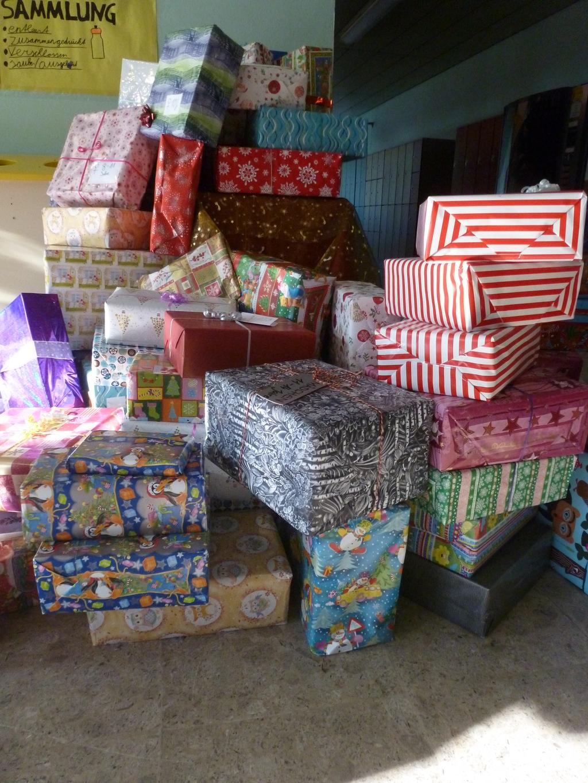 helfen macht freude besonders zu weihnachten. Black Bedroom Furniture Sets. Home Design Ideas